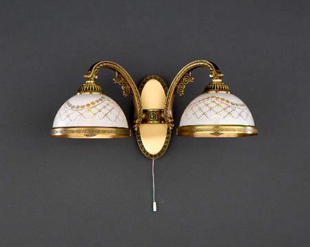 Бра A 7002/2Настенные и бра<br>A 7002/2. Бренд - Reccagni Angelo. тип лампы - накаливания или LED. количество ламп - 2. тип цоколя - E27. мощность лампы - 60. цвет арматуры - бронзовый. цвет плафона - белый. материал арматуры - латунь. материал плафона - стекло. высота - 180. ширина/диаметр - 380. длина - 210. форма - круг. стиль - классический. страна происхождения - Италия. напряжение - 220.<br><br>Бренд: Reccagni Angelo<br>тип лампы: накаливания или LED<br>количество ламп: 2<br>тип цоколя: E27<br>мощность лампы: 60<br>цвет арматуры: бронзовый<br>цвет плафона: белый<br>материал арматуры: латунь<br>материал плафона: стекло<br>высота: 180<br>ширина/диаметр: 380<br>длина: 210<br>форма: круг<br>стиль: классический<br>страна происхождения: Италия<br>напряжение: 220