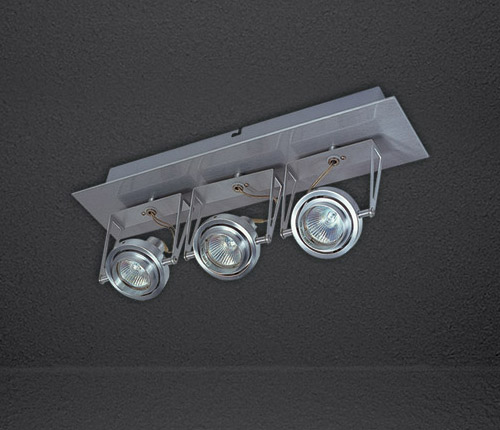 Накладной потолочный светильник Acrobat 3 555.11 SDM Luceнакладные<br>Светильник накладной потолочный;  IP 20;<br>Лампа: 3xMR16 max 50W 12V GU 5.3; (с алюминиевым отражателем)<br>Размер: 80x416x180h. Бренд - SDM Luce.<br><br>популярные производители: SDM Luce