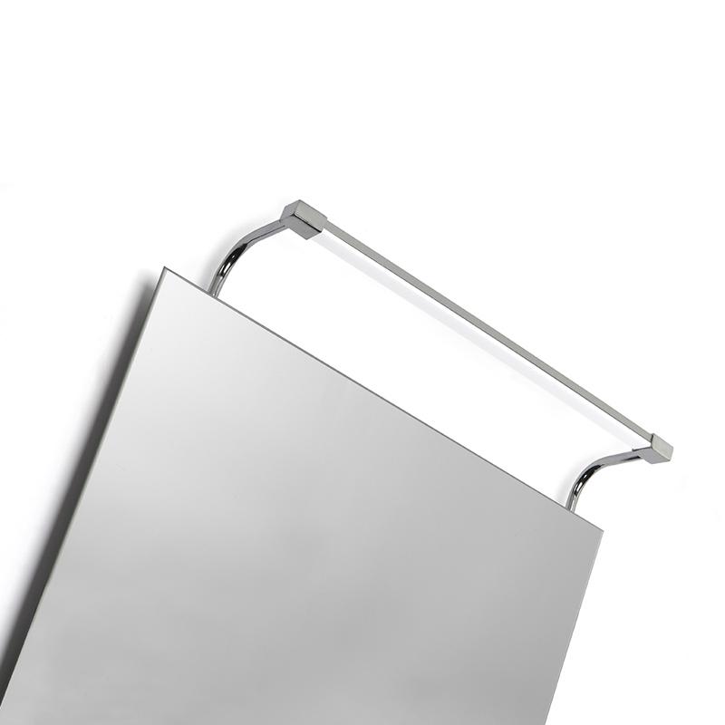 Светильник для картин или зеркал 5086Для картин и зеркал<br>WALL LAMP. Бренд - Mantra. тип лампы - LED. количество ламп - 1. мощность лампы - 6. цвет арматуры - хром. цвет плафона - белый. материал арматуры - металл. материал плафона - пластик. длина - 405. степень защиты ip - 44. форма - прямоугольник. стиль - модерн. страна происхождения - Испания. коллекция - SISLEY. напряжение - 220.<br><br>Бренд: Mantra<br>тип лампы: LED<br>количество ламп: 1<br>мощность лампы: 6<br>цвет арматуры: хром<br>цвет плафона: белый<br>материал арматуры: металл<br>материал плафона: пластик<br>высота: 0<br>ширина/диаметр: 0<br>длина: 405<br>степень защиты ip: 44<br>форма: прямоугольник<br>стиль: модерн<br>страна происхождения: Испания<br>коллекция: SISLEY<br>напряжение: 220