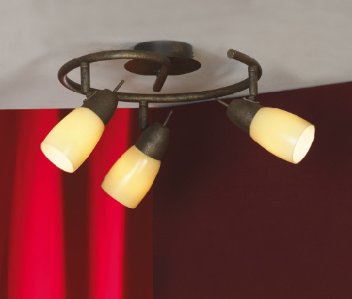 спот LSQ-6917-03 LussoleСпоты<br>LSQ-6917-03. Бренд - Lussole. материал плафона - стекло. цвет плафона - бежевый. тип цоколя - E14. тип лампы - накаливания или LED. ширина/диаметр - 330. мощность - 40. количество ламп - 3.<br><br>популярные производители: Lussole<br>материал плафона: стекло<br>цвет плафона: бежевый<br>тип цоколя: E14<br>тип лампы: накаливания или LED<br>ширина/диаметр: 330<br>максимальная мощность лампочки: 40<br>количество лампочек: 3
