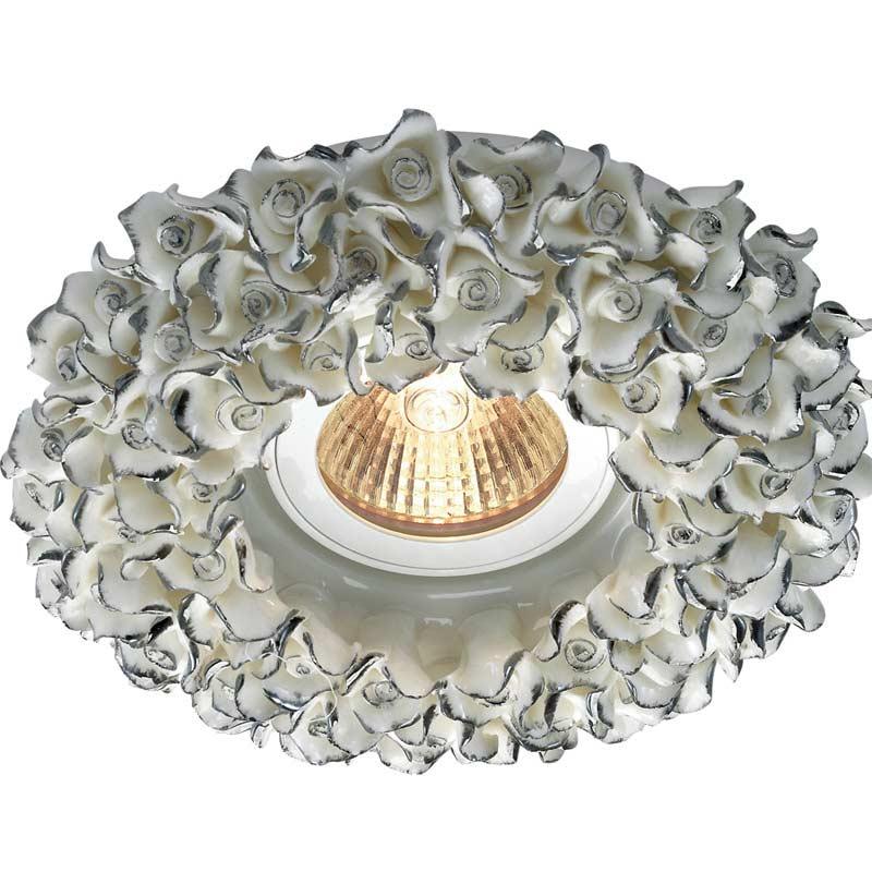 Точечный светильник 369950 Novotechвстраиваемые<br>369950 NT14 166 белый/серебро Встраиваемый IP20 GX5.3 50W 12V FARFOR. Бренд - Novotech. материал плафона - керамика. цвет плафона - белый. тип цоколя - GX5.3. тип лампы - галогеновая или LED. ширина/диаметр - 130. мощность - 50. количество ламп - 1.<br><br>популярные производители: Novotech<br>материал плафона: керамика<br>цвет плафона: белый<br>тип цоколя: GX5.3<br>тип лампы: галогеновая или LED<br>ширина/диаметр: 130<br>максимальная мощность лампочки: 50<br>количество лампочек: 1