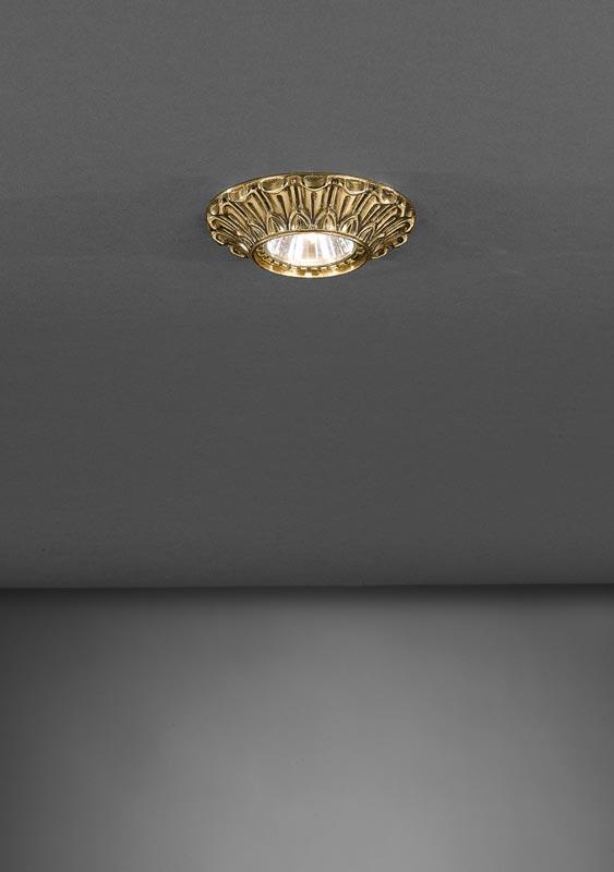 Точечный светильник SPOT 1077 ORO Reccagni Angeloвстраиваемые<br>SPOT 1077 ORO. Бренд - Reccagni Angelo. тип лампы - галогеновая или LED. ширина/диаметр - 100. мощность - 50. количество ламп - 1.<br><br>популярные производители: Reccagni Angelo<br>тип лампы: галогеновая или LED<br>ширина/диаметр: 100<br>максимальная мощность лампочки: 50<br>количество лампочек: 1
