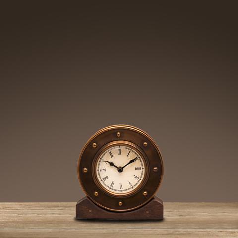Часы Алейн ROOMERSНастольные часы<br>. Бренд - ROOMERS. ширина/диаметр - 30. материал - бронза, дерево, стекло. цвет - бронза.<br><br>популярные производители: ROOMERS<br>ширина/диаметр: 30<br>материал: бронза, дерево, стекло<br>цвет: бронза
