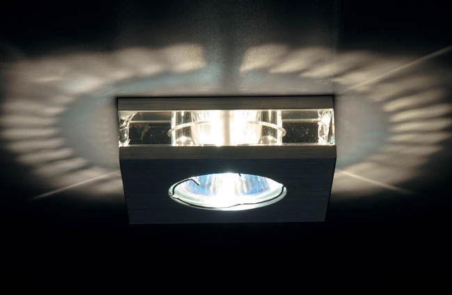 Точечный светильник DL010SQ Donoluxвстраиваемые<br>Donolux Светильник встраиваемый декоративный хрустальный, L 90 W 90 H 60мм, галог. лампа MR16 GU5,3.. Бренд - Donolux. материал плафона - стекло. цвет плафона - прозрачный. тип цоколя - GU5.3. тип лампы - галогеновая или LED. ширина/диаметр - 90. мощность - 50. количество ламп - 1.<br><br>популярные производители: Donolux<br>материал плафона: стекло<br>цвет плафона: прозрачный<br>тип цоколя: GU5.3<br>тип лампы: галогеновая или LED<br>ширина/диаметр: 90<br>максимальная мощность лампочки: 50<br>количество лампочек: 1
