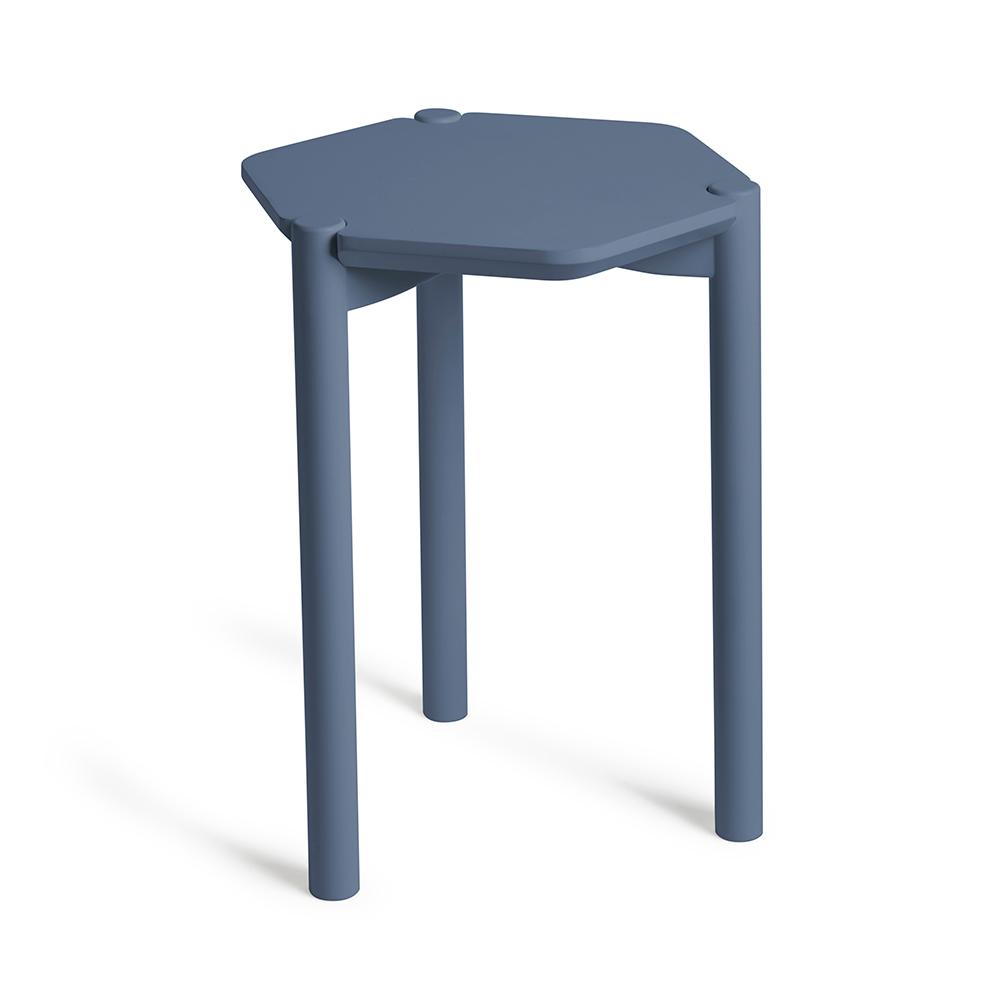 Столик журнальный hexa  дымчато-синий Fine DesignСтолики<br>. Бренд - Fine Design. материал - Дерево.<br><br>популярные производители: Fine Design<br>материал: Дерево
