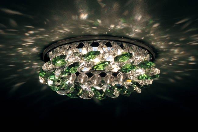 Точечный светильник DL061.02.1/8 crystal/emerald Donoluxвстраиваемые<br>Точечный светильник Crystal Sky Donolux хром crystal/emerald, D 83 H 55 мм,галог. лампа MR16 GU5,3.m. Бренд - Donolux. материал плафона - стекло. цвет плафона - зеленый. тип цоколя - GU5.3. тип лампы - галогеновая или LED. ширина/диаметр - 84. мощность - 50. количество ламп - 1.<br><br>популярные производители: Donolux<br>материал плафона: стекло<br>цвет плафона: зеленый<br>тип цоколя: GU5.3<br>тип лампы: галогеновая или LED<br>ширина/диаметр: 84<br>максимальная мощность лампочки: 50<br>количество лампочек: 1