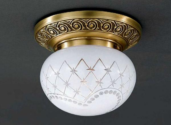 Накладной потолочный светильник PL 7740/1накладные<br>PL 7740/1. Бренд - Reccagni Angelo. тип лампы - накаливания или LED. количество ламп - 1. тип цоколя - E27. мощность лампы - 60. цвет арматуры - бронзовый. цвет плафона - белый. материал арматуры - латунь. материал плафона - стекло. высота - 140. ширина/диаметр - 160. форма - круг. стиль - классический. страна происхождения - Италия. напряжение - 220.<br><br>Бренд: Reccagni Angelo<br>тип лампы: накаливания или LED<br>количество ламп: 1<br>тип цоколя: E27<br>мощность лампы: 60<br>цвет арматуры: бронзовый<br>цвет плафона: белый<br>материал арматуры: латунь<br>материал плафона: стекло<br>высота: 140<br>ширина/диаметр: 160<br>форма: круг<br>стиль: классический<br>страна происхождения: Италия<br>напряжение: 220