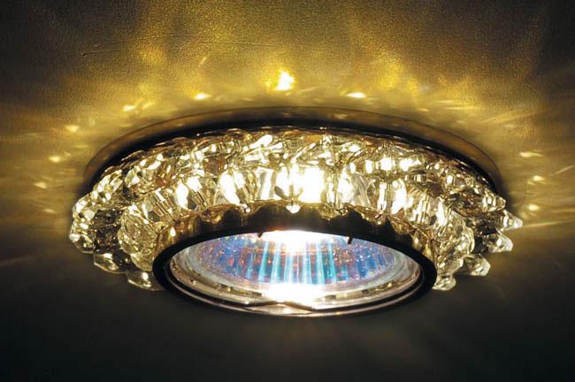 Точечный светильник DL062.79.1 crystal Donoluxвстраиваемые<br>Donolux Светильник встраиваемый декор. золото crystal, D 90 H 55 мм, галог. лампа MR16 GU5,3.max 50W. Бренд - Donolux. материал плафона - стекло. цвет плафона - прозрачный. тип цоколя - GU5.3. тип лампы - галогеновая или LED. ширина/диаметр - 84. мощность - 50. количество ламп - 1.<br><br>популярные производители: Donolux<br>материал плафона: стекло<br>цвет плафона: прозрачный<br>тип цоколя: GU5.3<br>тип лампы: галогеновая или LED<br>ширина/диаметр: 84<br>максимальная мощность лампочки: 50<br>количество лампочек: 1