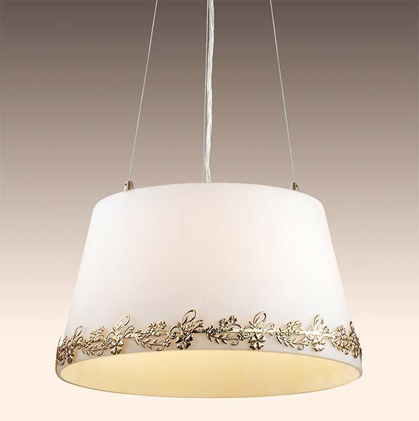 Потолочная люстра подвесная 2717/3  Odeon Lightподвесные<br>2717/3 ODL15 417 стекло/декор.зол Подвес G9 3*40W 220V INES. Бренд - Odeon Light. материал плафона - стекло. цвет плафона - белый. тип цоколя - G9. тип лампы - галогеновая или LED. ширина/диаметр - 360. мощность - 40. количество ламп - 3.<br><br>популярные производители: Odeon Light<br>материал плафона: стекло<br>цвет плафона: белый<br>тип цоколя: G9<br>тип лампы: галогеновая или LED<br>ширина/диаметр: 360<br>максимальная мощность лампочки: 40<br>количество лампочек: 3