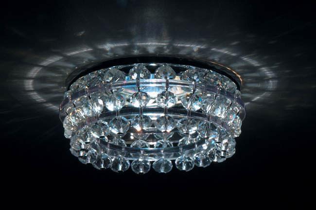 Точечный светильник DL068.02.1 crystal Donoluxвстраиваемые<br>Donolux Светильник встраиваемый декор. хром crystal, D 90 H 80 мм, галог. лампа MR16 GU5,3.max 50W. Бренд - Donolux. материал плафона - хрусталь. цвет плафона - прозрачный. тип цоколя - GU5.3. тип лампы - галогеновая или LED. ширина/диаметр - 84. мощность - 50. количество ламп - 1.<br><br>популярные производители: Donolux<br>материал плафона: хрусталь<br>цвет плафона: прозрачный<br>тип цоколя: GU5.3<br>тип лампы: галогеновая или LED<br>ширина/диаметр: 84<br>максимальная мощность лампочки: 50<br>количество лампочек: 1
