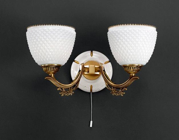 Бра A 8656/2Настенные и бра<br>A 8656/2. Бренд - Reccagni Angelo. тип лампы - накаливания или LED. количество ламп - 2. тип цоколя - E27. мощность лампы - 60. цвет арматуры - бронзовый. цвет плафона - белый. материал арматуры - латунь. материал плафона - стекло. высота - 200. ширина/диаметр - 370. длина - 220. степень защиты ip - 20. форма - круг. стиль - классический. страна происхождения - Италия. напряжение - 220.<br><br>Бренд: Reccagni Angelo<br>тип лампы: накаливания или LED<br>количество ламп: 2<br>тип цоколя: E27<br>мощность лампы: 60<br>цвет арматуры: бронзовый<br>цвет плафона: белый<br>материал арматуры: латунь<br>материал плафона: стекло<br>высота: 200<br>ширина/диаметр: 370<br>длина: 220<br>степень защиты ip: 20<br>форма: круг<br>стиль: классический<br>страна происхождения: Италия<br>напряжение: 220