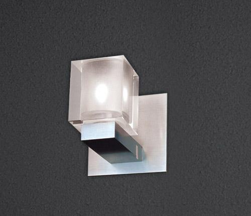 Бра Ice 555.11 SDM LuceНастенные и бра<br>Бра со стеклянным кубом  G9  40W, 94x94x129, IP20. Бренд - SDM Luce. материал плафона - стекло. цвет плафона - прозрачный. тип цоколя - G9. тип лампы - галогеновая или LED. ширина/диаметр - 94. мощность - 40. количество ламп - 1.<br><br>популярные производители: SDM Luce<br>материал плафона: стекло<br>цвет плафона: прозрачный<br>тип цоколя: G9<br>тип лампы: галогеновая или LED<br>ширина/диаметр: 94<br>максимальная мощность лампочки: 40<br>количество лампочек: 1