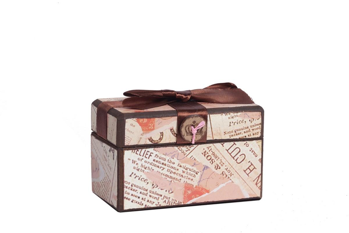 Декоративная коробка с бархатной лентой Paluvras DG-HOMEДекоративные предметы хранения<br>. Бренд - DG-HOME. ширина/диаметр - 120. материал - Металл, МДФ, Ткань. цвет - розовый.<br><br>популярные производители: DG-HOME<br>ширина/диаметр: 120<br>материал: Металл, МДФ, Ткань<br>цвет: розовый