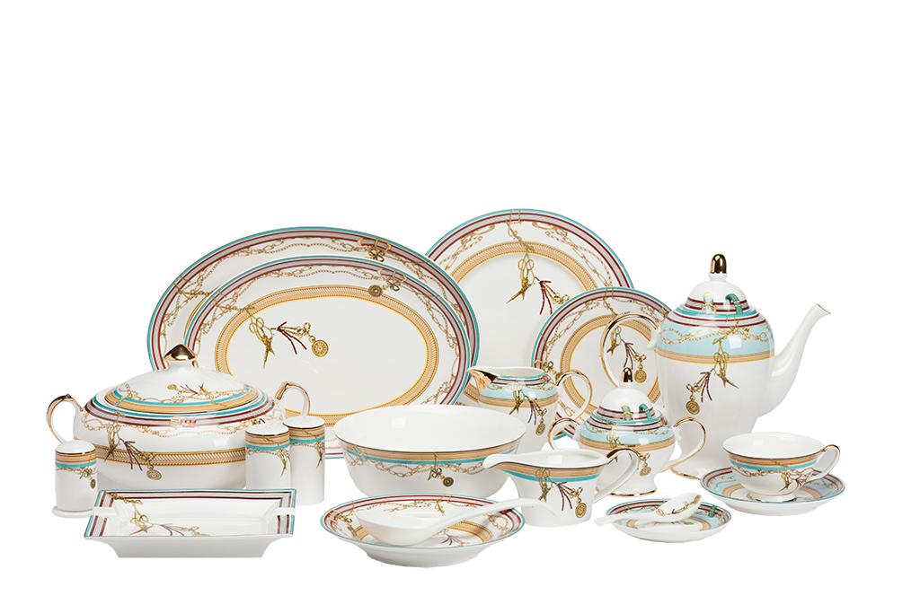 Столовый сервиз Veluche DG-HOMEСервизы и наборы посуды<br>. Бренд - DG-HOME. ширина/диаметр - 620. материал - Костяной фарфор. цвет - Белый, Голубой, Золото.<br><br>популярные производители: DG-HOME<br>ширина/диаметр: 620<br>материал: Костяной фарфор<br>цвет: Белый, Голубой, Золото