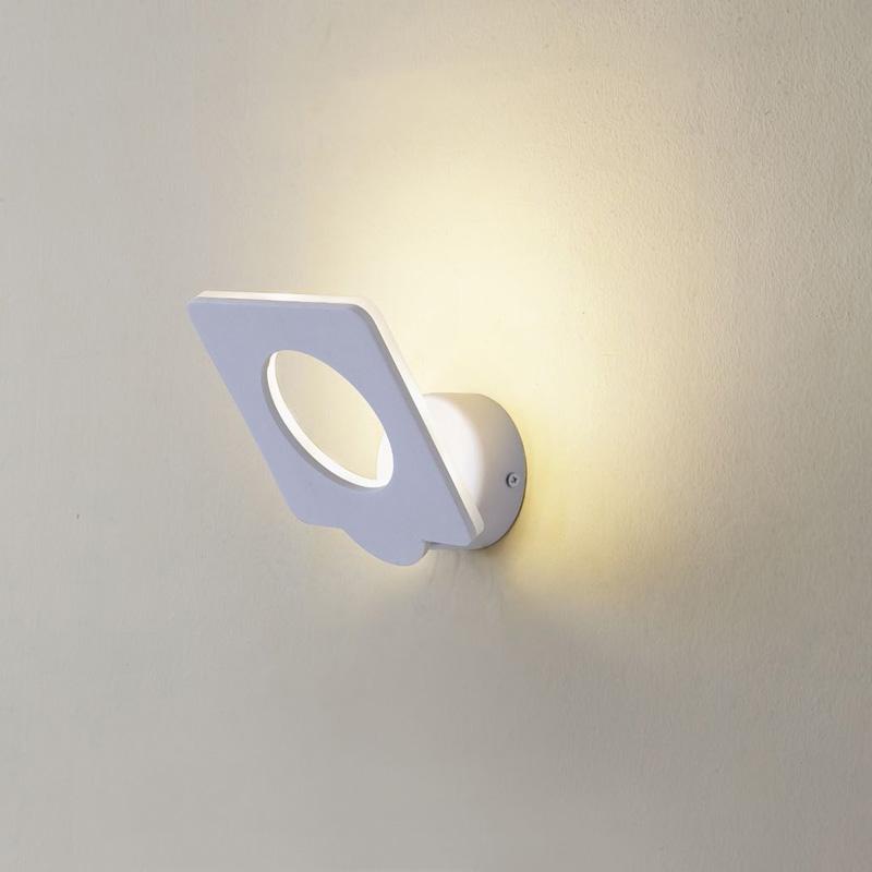 Бра CL704050 CitiluxНастенные и бра<br>CL704050 Декарт-5 Белый Св-к Настенный. Бренд - Citilux. материал плафона - металл. цвет плафона - белый. тип лампы - LED. ширина/диаметр - 140. мощность - 9. количество ламп - 1. особенности - Дизайнерский настенный светильник.<br><br>популярные производители: Citilux<br>материал плафона: металл<br>цвет плафона: белый<br>тип лампы: LED<br>ширина/диаметр: 140<br>максимальная мощность лампочки: 9<br>количество лампочек: 1<br>особенности: Дизайнерский настенный светильник