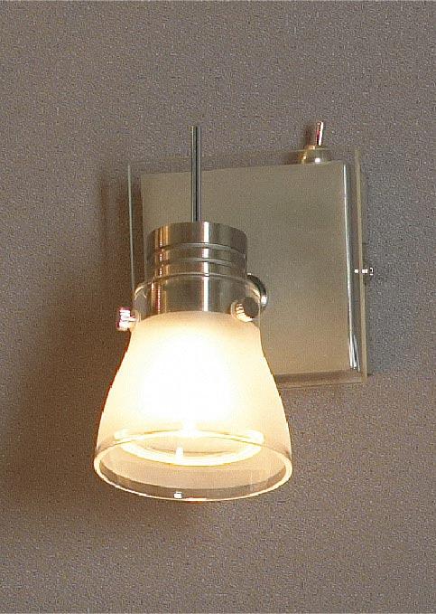 спот LSL-7601-01 LussoleСпоты<br>LSL-7601-01. Бренд - Lussole. материал плафона - стекло. цвет плафона - белый. тип цоколя - GU10. тип лампы - галогеновая или LED. ширина/диаметр - 100. мощность - 50. количество ламп - 1.<br><br>популярные производители: Lussole<br>материал плафона: стекло<br>цвет плафона: белый<br>тип цоколя: GU10<br>тип лампы: галогеновая или LED<br>ширина/диаметр: 100<br>максимальная мощность лампочки: 50<br>количество лампочек: 1