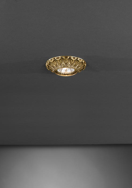 Точечный светильник SPOT 1077 BRONZO Reccagni Angeloвстраиваемые<br>SPOT 1077 BRONZO. Бренд - Reccagni Angelo. тип лампы - галогеновая или LED. ширина/диаметр - 100. мощность - 50. количество ламп - 1.<br><br>популярные производители: Reccagni Angelo<br>тип лампы: галогеновая или LED<br>ширина/диаметр: 100<br>максимальная мощность лампочки: 50<br>количество лампочек: 1