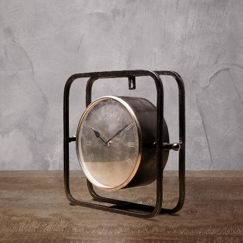 Часы ROOMERSНастольные часы<br>. Бренд - ROOMERS. ширина/диаметр - 100. материал - Металл, Стекло. цвет - серый.<br><br>популярные производители: ROOMERS<br>ширина/диаметр: 100<br>материал: Металл, Стекло<br>цвет: серый