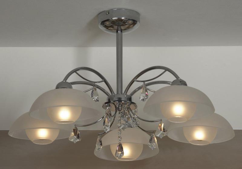 Потолочная люстра на штанге LSF-1513-05 Lussoleна штанге<br>LSF-1513-05. Бренд - Lussole. материал плафона - стекло. цвет плафона - белый. тип цоколя - E14. тип лампы - накаливания или LED. ширина/диаметр - 700. мощность - 40. количество ламп - 5.<br><br>популярные производители: Lussole<br>материал плафона: стекло<br>цвет плафона: белый<br>тип цоколя: E14<br>тип лампы: накаливания или LED<br>ширина/диаметр: 700<br>максимальная мощность лампочки: 40<br>количество лампочек: 5